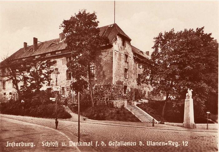 Schloss u. Denkmal f. v. Gefallenen v. Ulanen=Reg. 12, Insterburg