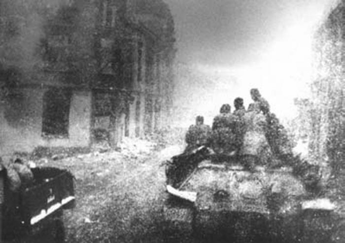 Советские танки на улицах Инстербурга