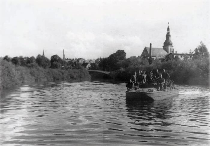 Советские войны на реке Ангерапп, позади Лютеранская кирха, Черняховск