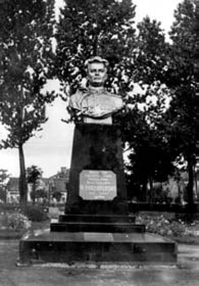 Бюст И.Д. Черняховского