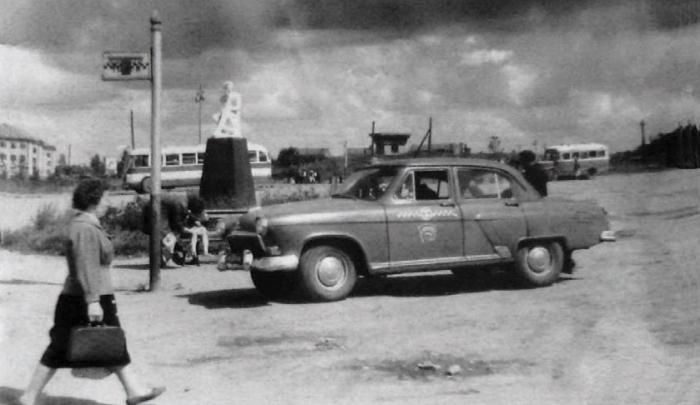 Памятник А.С. Пушкину у автостанции. 1950-е годы, Черняховск