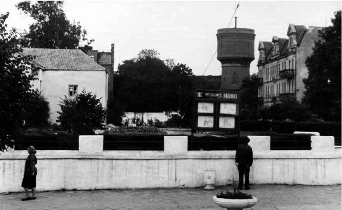 Сквер и вид на водонапорную башню (вид с улицы Ленина), Черняховск