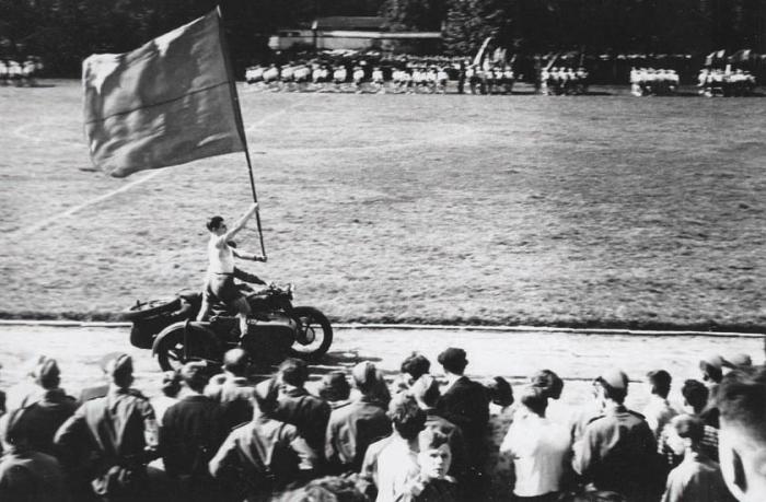 Спортивный праздник на городском стадионе. Середина 1950-х годов, Черняховск