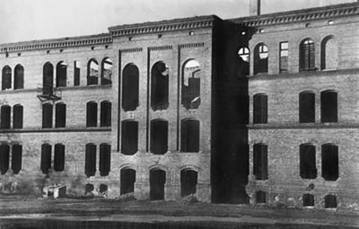Разрушенное здание государственной гимназии