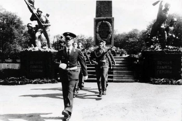 Памятник погибшим воинам на братской могиле (ул. Спортивная), Черняховск
