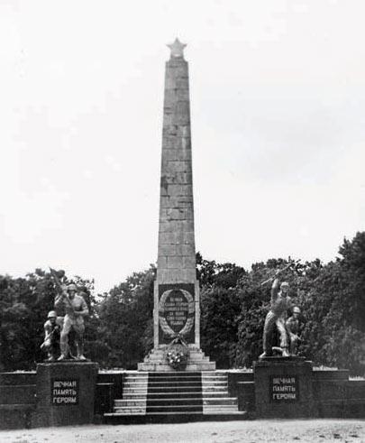Памятник погибшим воинам на братской могиле (ул.Спортивная), Черняховск