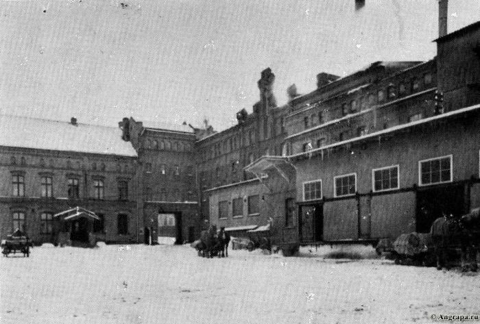Blick in den Hof der Brauerei zur Winterszeit, Insterburg