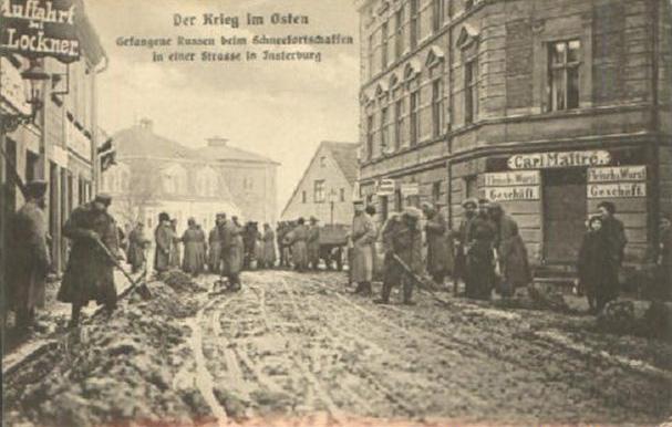 Gefangene Russen beim Schneefortschaffen, Insterburg