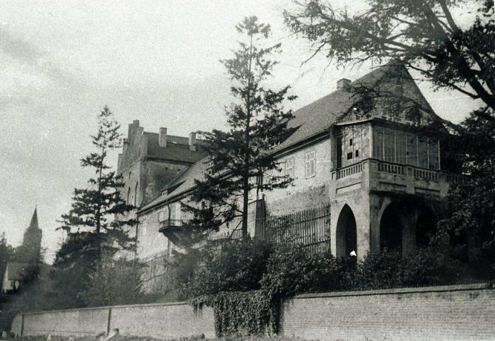 Die Georgenburg mit der altertuemlichen Glasveranda, Kreis Insterburg