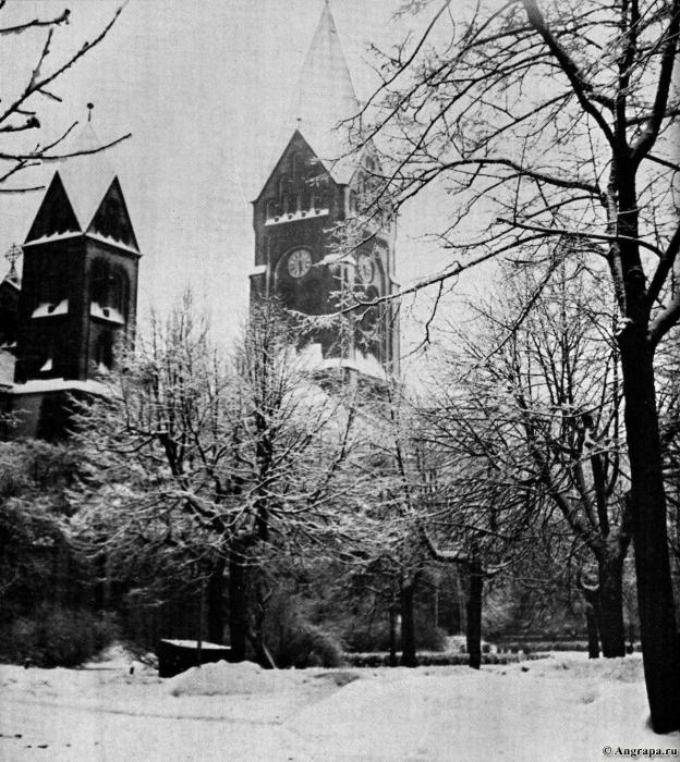 Die Reformierte Kirche am Markgrafenplatz im winterlichen Schmuck, Insterburg