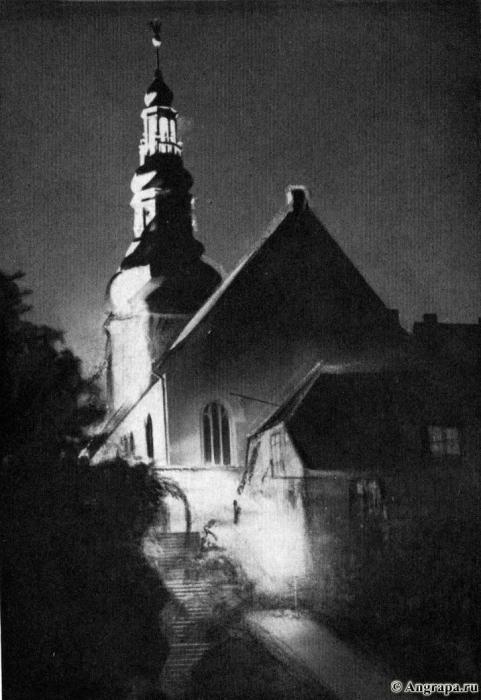 Ein nächtliches Bild Lutherkirche in Festbeleuchtung, Insterburg