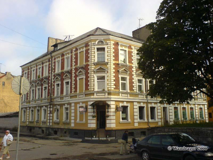 Здание на углу улицы Госпитальная и 3-его Госпитального переулка, Черняховск