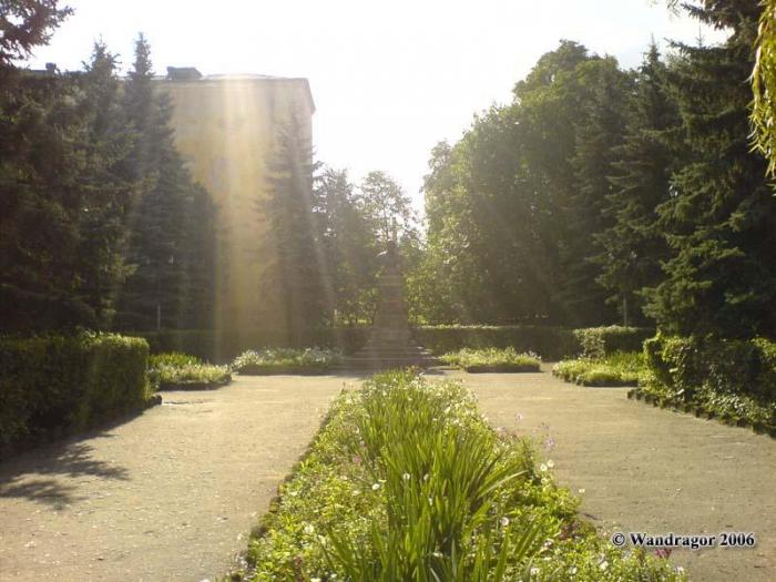 Сквер у здания Черняховской прокуратуры (улица Ленина), Черняховск
