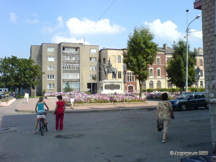 Вид на памятник Барклаю-де-Толли (площадь Ленина), Черняховск