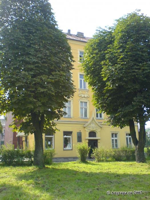 Дом на улице Пионерской, в котором останавливался Наполеон (вид из сквера), Черняховск