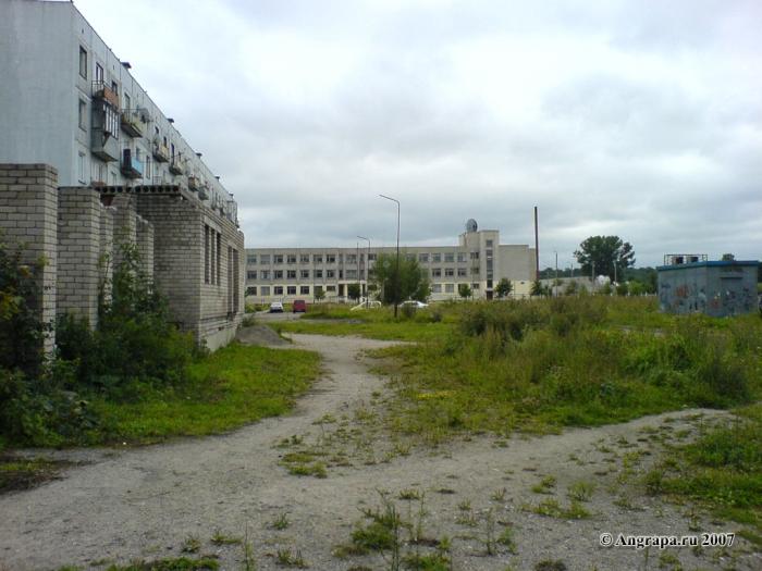 Улица Ленинградская (вид на здание средней образовательной школы №8), Черняховск