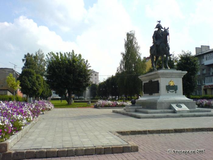 Памятник Барклаю-де-Толли и сквер (переулок 2й-Госпитальный), Черняховск
