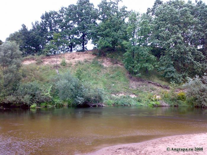 Обрывистый берег у реки Анграпа (в районе железнодорожного моста), Черняховск
