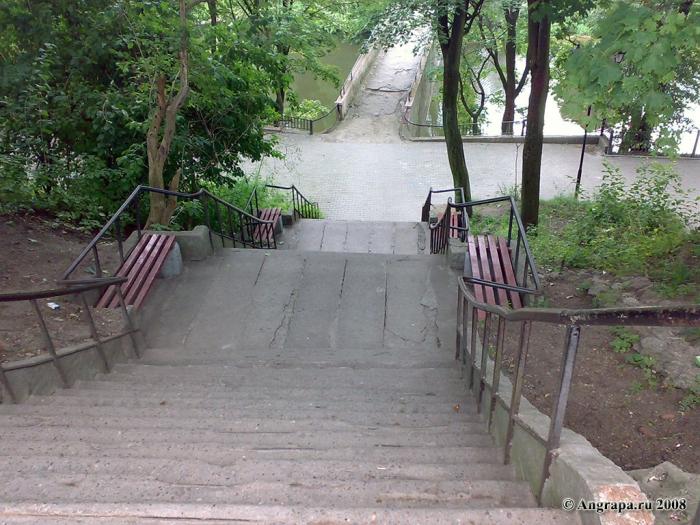 Спускаясь к арочному мосту, Черняховск