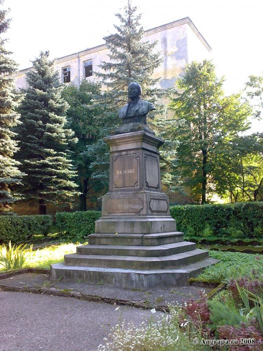 Бюст Ленина у здания Черняховской прокуратуры (улица Ленина), Черняховск
