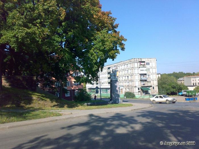 Перекресток улиц Замковая и Льва Толстого, Черняховск