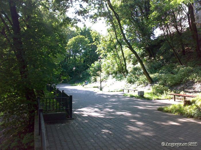 Место отдыха рядом с арочным мостом, Черняховск