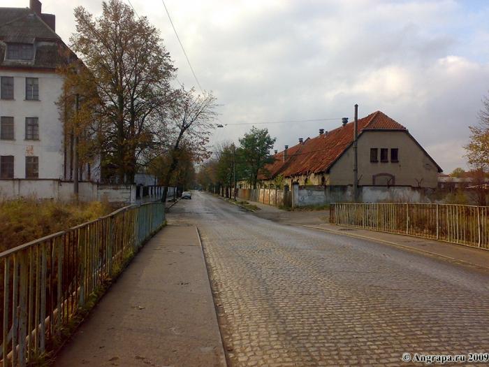 Улица Гагарина (вид с путепровода над железной дорогой), Черняховск