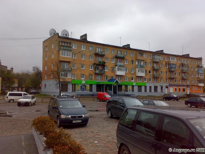 Жилой дом, находящийся на месте немецкого театра «Тиволи» (Театральная площадь), Черняховск