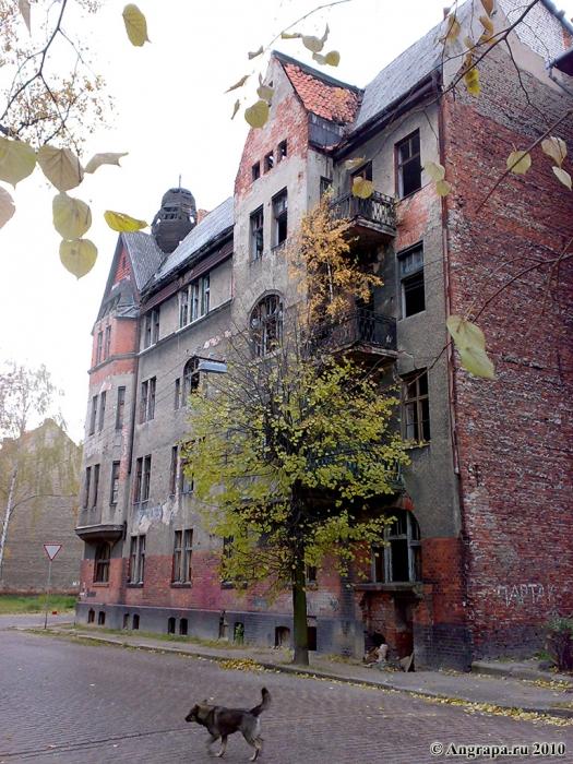 Здание на перекрестке улиц Тельмана и Комсомольской, Черняховск