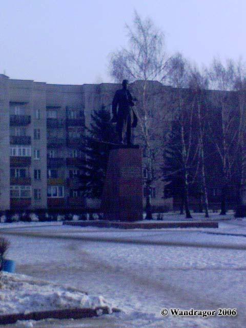 Памятник И.Д. Черняховскому на площади Черняховского, Черняховск