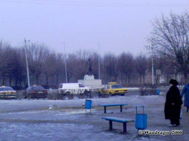 Вид на площадь Ленина и памятник Ленину (со стороны сквера (переулок 2й-Госпитальный)), Черняховск