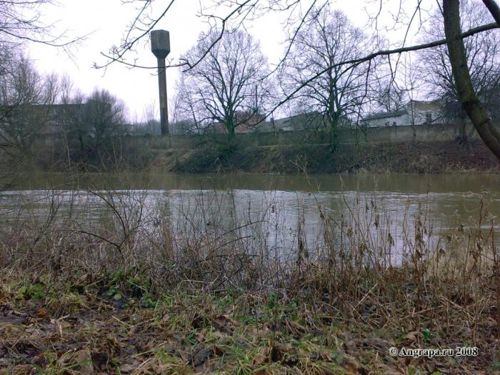 Река Анграпа (вид с пешеходной дорожки в Парке Победы), Черняховск