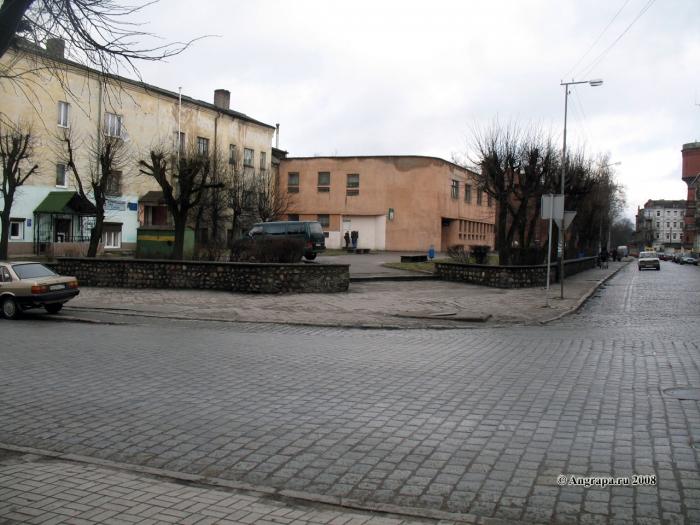 Сквер у перекрестка улиц Спортивная и Ленина, Черняховск