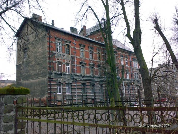 Здание в переулке Суворова (рядом со Свято-Михайловским храмом), Черняховск
