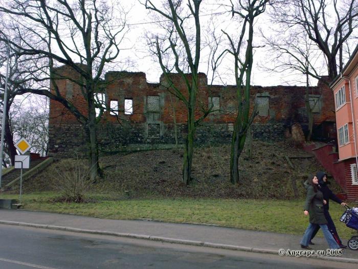 Замок Инстербург (вид с улицы Льва Толстого), Черняховск