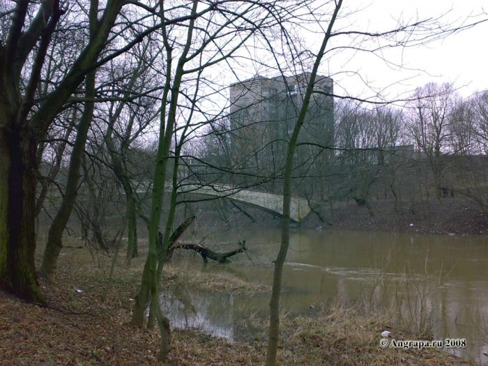 Вид на арочный мост и реку Анграпу, Черняховск